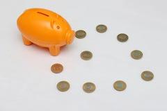 Het muntstuk van het spaarvarken en van tien Roepie van India Royalty-vrije Stock Fotografie