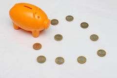 Het muntstuk van het spaarvarken en van tien Roepie van India Royalty-vrije Stock Afbeelding