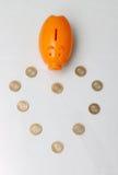 Het muntstuk van het spaarvarken en van tien Roepie van India Stock Foto