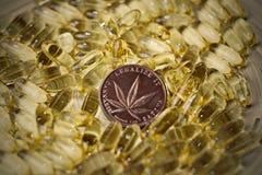Het muntstuk van het marihuanacbd concept royalty-vrije stock afbeelding