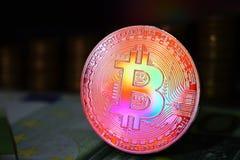 Het muntstuk van regenboog fysieke bitcoin is BTC, bij voorkeur rode en gele kleur royalty-vrije stock fotografie