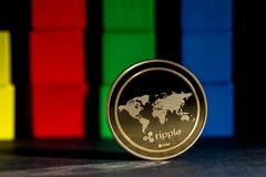 Het muntstuk van rimpelingscryptocurrency met blokken Stock Afbeeldingen