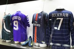 Het museum is beroemd voor spelers van voetbalclubs de Intermilaan en T-shirts van Milaan bij het stadion van San Siro stock foto's
