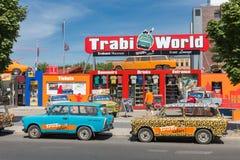 Het museum en ook het huren van van Trabant een auto voor een Trabant-safari in het centrum van Berlijn Stock Foto's