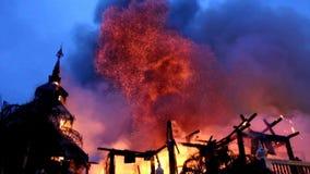 Het museum op brand stock videobeelden