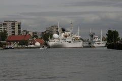 Het Museum van de wereldoceaan in Kaliningrad-Dijk van de historische vloot stock afbeelding