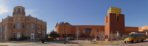 Het Museum van Fort Worth van (juiste) Wetenschap en Geschiedenis en Nationaal (verlaten) Veedrijfstermuseum en Hall of Fame Stock Foto
