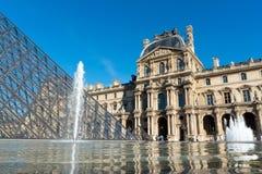 Het museum van het Louvre Stock Afbeeldingen