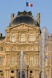 Het museum van het Louvre en fonteinen - Frankrijk - Parijs Stock Fotografie
