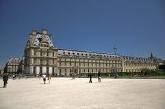 Het Museum van het Louvre in jardin des tuileries Stock Afbeelding