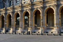 Het museum van le Louvre in Parijs stock afbeeldingen