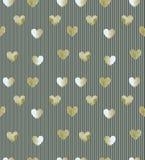 Het naadloze gouden hart schittert patroon op gestreepte achtergrond Stock Foto's