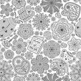 Het naadloze patroon met bloemen, harten, kaarten, draagt, gift, sleutel en lieveheersbeestje Tekstliefde u en Liefde van mijn le Royalty-vrije Stock Foto's