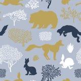 Het naadloze patroon met vossen, draagt, hazen, muis, bomen en struiken Ontwerpvlakken met flora en fauna vector illustratie