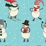 Het naadloze patroon van de beeldverhaalkleur met de wintersneeuwman in hoed, sjaal, voelde laarzen, ski en sneeuwvlokken Stock Foto