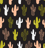 Het naadloze patroon van de Hipstercactus Achtergrond van cactussen de stammenboho Het ontwerp van de stoffendruk Royalty-vrije Stock Foto's