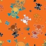 Het naadloze patroon van Halloween met schedels en gekruiste knekels stock illustratie