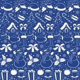Het naadloze patroon van Kerstmis Silhouetten van de winterelementen en symbolen op een blauwe achtergrond De tekeningsstijl van  Royalty-vrije Stock Fotografie