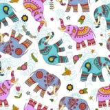 Het naadloze patroon van krabbelolifanten Royalty-vrije Stock Afbeeldingen