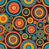 Het naadloze retro helder gekleurde ontwerp van cirkelringen Stock Afbeeldingen