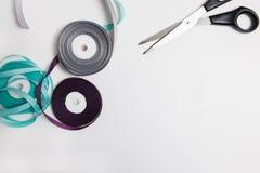 Het naaien begrippen, kleurrijke linten hoogste mening Stock Afbeeldingen
