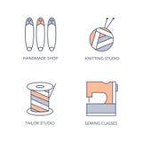 Het naaien, breiende pictogrammen Streng van garen en breinaalden, spoel van draad, veiligheidsspelden, naaimachine Vectorrassenb Royalty-vrije Stock Fotografie