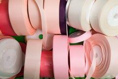 Het naaien de begrippen, kleurrijke linten, sluiten omhoog Royalty-vrije Stock Foto's