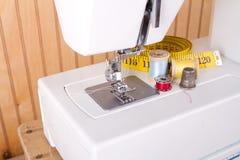 Het naaien en naaimachinelevering stock foto's