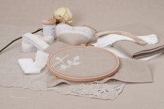 Het naaien en de Uitrusting van de Borduurwerkambacht Droog nam toe Stock Foto's