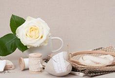 Het naaien en de Uitrusting van de Borduurwerkambacht Makende Toebehoren stock afbeelding