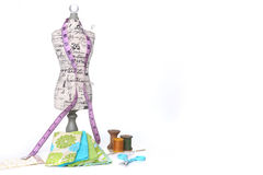 Het naaien en het Watteren Draad op Wit royalty-vrije stock afbeelding