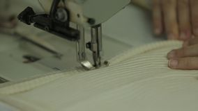 Het naaien Leerdetail stock videobeelden