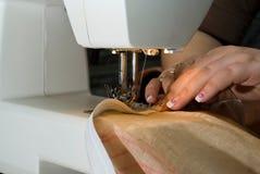 Het naaien op een machine Royalty-vrije Stock Foto's
