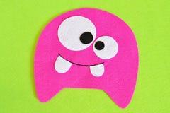 Het naaien reeks voor roze gevoeld monster - hoe te om tot monster met de hand gemaakt stuk speelgoed te maken Royalty-vrije Stock Foto's