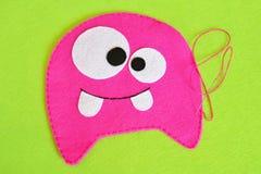 Het naaien reeks voor roze gevoeld monster - hoe te om tot monster met de hand gemaakt stuk speelgoed te maken Royalty-vrije Stock Afbeelding