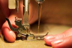 Het naaien van de hand Stock Foto's