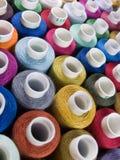 Het naaien van draden. Stock Foto