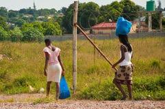 Het naar huis gaan in Afrika Stock Foto's