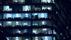 Het nachtleven van bureaupersoneel stock videobeelden