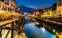 Het nachtleven van Milaan in Navigli Italië Stock Foto's