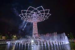 Het nachtlicht toont bij Boom van het Leven 15, EXPO 2015 Milaan Royalty-vrije Stock Afbeelding