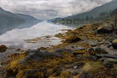 Het naderbij komen onweer bij Lang Loch Stock Afbeeldingen