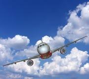Het naderbij komen van het vliegtuig Royalty-vrije Stock Afbeeldingen