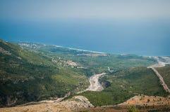 2016 het Nationale park van Albanië Llogara, Llogara-pas, panorama van de overzeese baaikust stock afbeeldingen