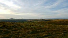 Het Nationale Park van Dartmoor Het kijken naar vertroebelende pieksteengroeve Stock Fotografie