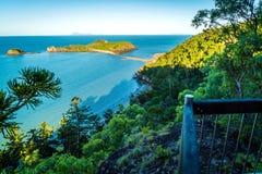 Het nationale park van kaaphillsborough, Australië, mening van tweelingstrandenvooruitzicht stock foto's