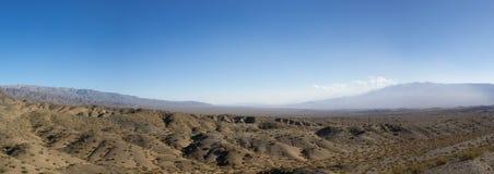 Het Nationale Park van pampagr Leoncito en duidelijke blauwe hemel, Argentinië royalty-vrije stock foto's