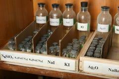 Het natriumjodide, Zilveren oxyde, is in de flessen stock afbeelding