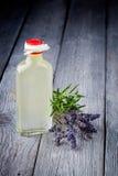 Het natuurlijke diy vlekkenmiddel van de olijfoliemake-up stock fotografie