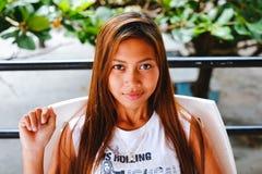 Het natuurlijke jonge mooie Aziatische meisjesportret glimlachen Stock Fotografie